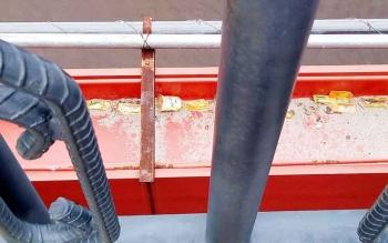 Bungkus obat batuk sachet jenis Komix berserakan di Jembatan Seruyan