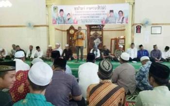 Bupati Barito Utara, Nadalsyah saat memberukan sambutan pada kegiatan safari Ramadan di Kelurahan Jingah