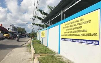 Spanduk Inbaun terpasang di depan kantor KSOP Kumai, Selasa (6/5/2017)