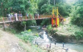 Lokasi wisata air terjun Sanggrahan yang berada di tengah Kota Puruk Cahu.