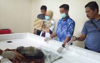 Bayi yang sempat dibuang di wilayah Kecamatan Baamang saat di kamar mayat
