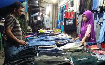 Ilustrasi Pedagang Pakaian.
