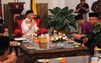 Gubernur Kalteng Sugianto Sabran saat pertemuan dengan Wakil Bupati Katingan Sakariyas, Ketua DPRD Katingan Ignatius Mantir L Nusa, dan pihak terkait lainnya.