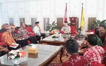 Audiensi Wali Kota Palangka Raya dan jajaran kepada Gubernur Kalimantan Tengah terkait persiapan pelaksanaan Kemah Budaya Nasional, Kamis (8/6/2017)