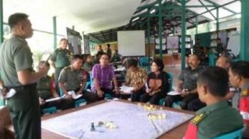 Komandan Kodim 1011/KLK Letkol Inf Akhmad Syaikhu saat koordinasi dengan Pemkab Pulang Pisau saat gladi posko antisipasi karhutla.