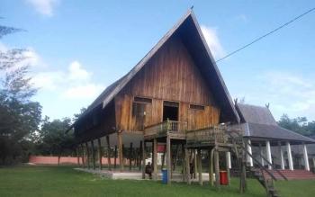 Rumah Betang tempat dilaksanakannya sidang adat.
