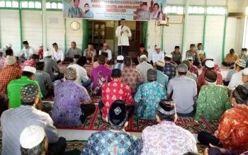 Bupati Barito Utara, Nadalsyah melaksanakan safari ramadan di Masjid Nurul Iman, Desa Muara Bakah