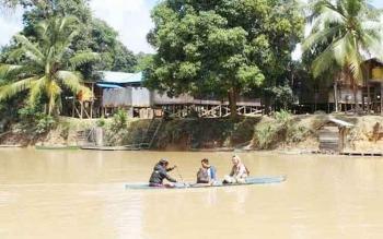 Saat ini Sungai Merundau masih menjadi urat nadi kehidupan warga Desa Gandis, Kecamatan Arut Utara.