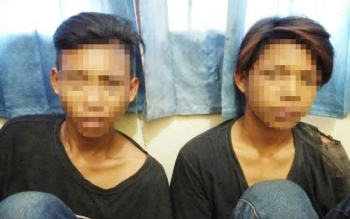 Dua remaja tersangka jambret.