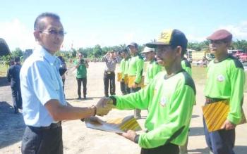 Salah satu perusahaan sawit di Sukamara saat memberikan penghargaan kepada karyawannya.