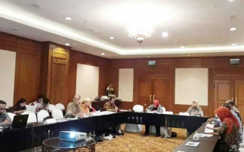 Bupati Kotawaringin Barat Hj Nurhidayah saat memaparkan sejumlah poin unggulan dihadapan tim penilai Adipura di Jakarta.