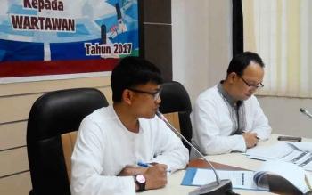 Setian (kanan) saat mendampingi Wuryanto, kalan BI Kalteng menyampaikan keterangan pers, Jumat (9/6/2017) sore.