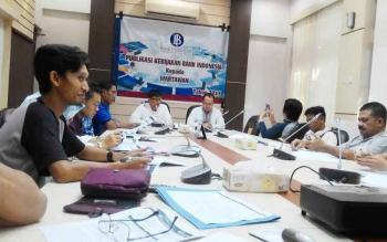 Kepala Perwakilan BI Kalteng Wuryanto memberikan keterangan pers, Jumat (10/6/2017).