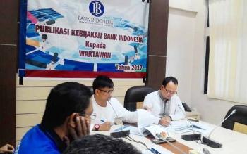 Kepala Perwakilan BI Kalteng Wuryanto (kiri) saat memberikan keterangan pers, Jumat (9/6/2017).