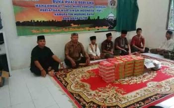 Suasana buka bersama di kantor PWI Murung Raya, Sabtu (10/6/2017).