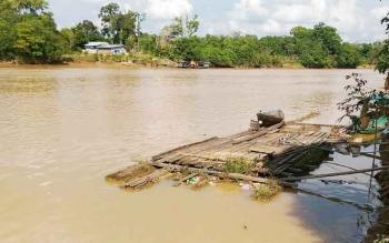 Sungai Kahayan mulai surut lantaran hujan sudah jarang terjadi di Kabupaten Gunung Mas.
