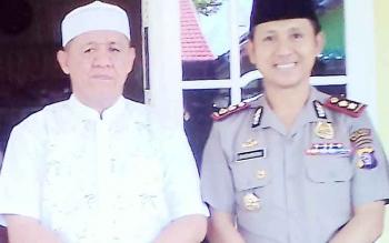 Kapolres Kapuas AKBP Sachroni Anwar (Seragam Polri) dan Tokoh Agama Dr H Junaidi SE SKM M Kes MAP (Baju Putih)