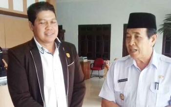 Wakil Ketua DPRD Kotim, Parimus (kiri) saat bersama Wakil Bupati Kotim