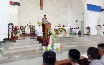 Kapolda Kalteng Brigjend Pol Anang Revandoko menyampaikan imbauan ke jemaat di Gereja Katedral, Minggu (11/6/2017).