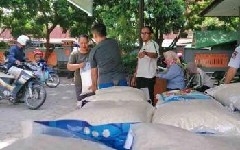 PT SSMS-CBI GRoup menggelar Pasar Murah Ramadan. Panitia menyediakan 1.250 paket untuk tiga kelurahan. Dalam hitungam jam paket tersebut sudah habis.
