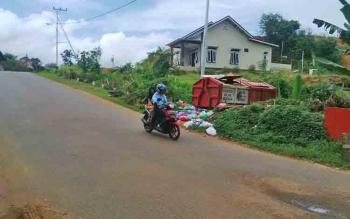 Tempat pembuangan sampah (TPS) yang berada di Jalan Veteran Kota Puruk Cahu.