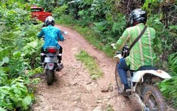 Akses penghubung antar desa di Kecamatan Tanah Siang, Kabupaten Murung Raya.