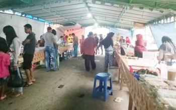 Pasar Ramadan Sukamara mulai sepi pengunjung.