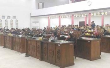 Anggota DPRD Kota Palangka Raya dan SOPD mengikuti rapat paripurna, Senin (12/6/2017)