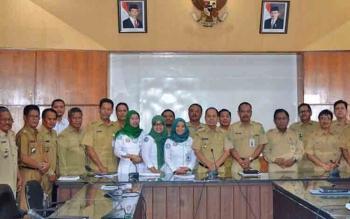Bupati Kapuas Ben Brahim S Bahat foto bersama usai rapat koordinasi dengan BPJS Kesehatan Cabang Kapuas.