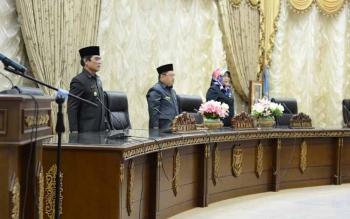 Ketua DPRD Barito Utara, Set Enus Y Mebas saat memimpin sidang paripurna