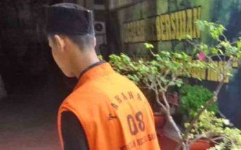 Fahriansyah alias Otong menuju sel tahanan usai jalani sidang.