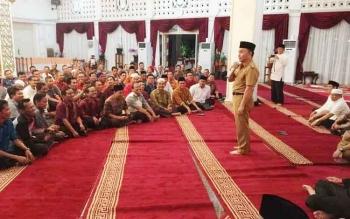 Gubernur Kalteng Sugianto Sabran berdialog dengan 276 kepala sekolah di Istana Isen Mulang, Kota Palangka Raya, Selasa (13/6/2017) malam.