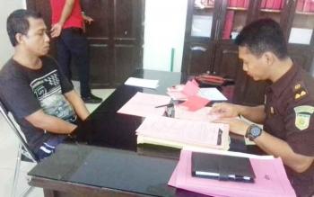 Fadillah alias Dilah saat diperiksa JPU.