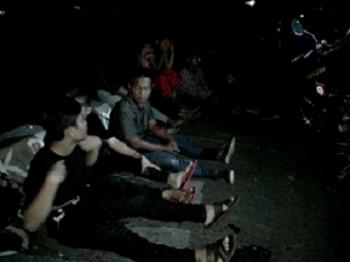 Para anak punk ketika diintrogasi CRT Puma Polres Palangka Raya tadi malam