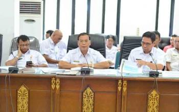 Sekda Barito Utara, Ir H Jainal Abidin didampingi eks Kepala Dinas Pertambangan dan Energi, Aswadin Noor