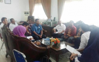 Komisi II DPRD Kotim saat bertatap muka dengan Distamben Provinsi Kalteng.