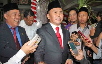 Gubernur Kalimantan Tengah Sugianto Sabran memberikan keterangan pers, Kamis (15/6/2017).