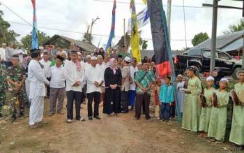 Bupati Barito Utara Nadalsyah didampingi Sekda Jainal Abidin beserta beberapa kepala SOPD saat Safari Ramadan di Kelurahan Montallat II, Kecamatan Montallat, Rabu (14/6/2017).