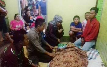 Sejumlah anggota DPRD Kotim saat melayat di kediaman Dewin Marang.