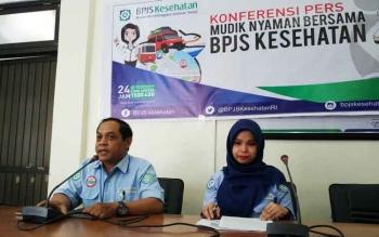 Kepala Unit Manajemen Pelayanan Kesehatan Primer BPJS Kesehatan Cabang Sampit, Rusmalita Pebriana Sari bersama pihak BPJS lainnya saat menyampaikan rilis kepada media, Kamis (15/6/2017).