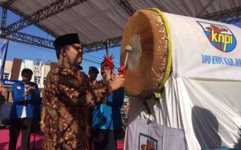 Wakil Bupati Kotawaringin Barat, Ahmadi Riansyah saat membuka secara resmi gelaran KNPI Expo di halaman parkir Citimall Pangkalan Bun, Kamis (15/6/2017).