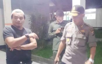 Kapolres Barito Timur AKBP Raden Petit Wijaya seusai menjenguk Samudera di ruang Flamboyan RSUD Doris Sylvanus Palangka Raya, Kamis (15/6/2017) malam.
