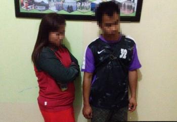 FI, 25, dan M, 29, digelandang ke Kantor Dinas Satpol PP Kobar setelah ditangkap sedang melakukan perbuatan asusila di kawasan eks lokasi prostitusi Kalimati Lama, Jumat (16/6/2017) dini hari.