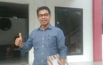 Anggota DPRD Mura, Yetro M Yoseph sesaat sesudah melakukan wawancara di Kantor DPD PDIP Provinsi Kalteng, Jumat (16/6/2017).