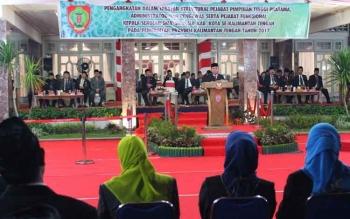 Gubernur berpidato seusai melantik 395 pejabat struktural dan fungsional di Istana Isen Mulang Kamis lalu