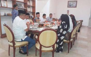 Gubernur jamu santap sahur di Rujab, Istana Isen Mulang.