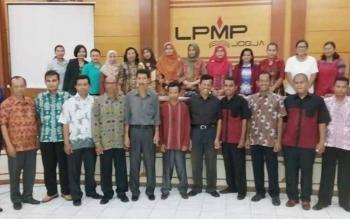 Para peserta Penyegaran IN Program PKB ini telah dibimbing oleh para Narasumber Nasional PPPPTK Bahasa yang juga diikuti lima guru asal Kalteng, Area lampiran