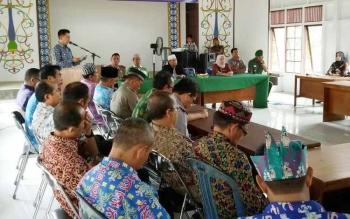 Bupati Barito Utara, H Nadalsyah saat menyampaikan sambutan pada kegiatan proses usulan taman nasional Gunung Lumut.
