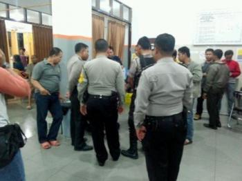 Aparat kepolisian berdatangan ke RSUD dr Doris Sylvanus Palangka Raya sesaat setelah menerima informasi korban pembacokan berada di RS tersebut.