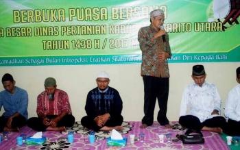 Kepala Dinas Pertanian Barito Utara, Setia Budi memberikan sambutan saat acara buka puasa bersama